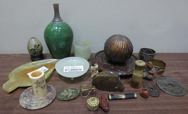 A quantity of Oriental items