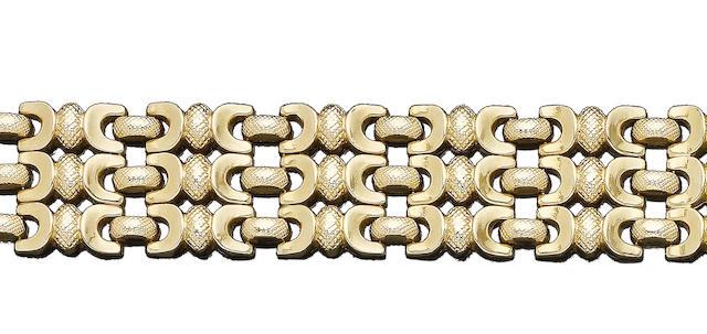 A fancy-link bracelet (2)