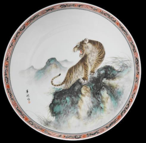 A large enamelled 'tiger' dish Signed Bi Yuanming (1907-1991), Jingdezhen yishu cichang meiyanshi mark