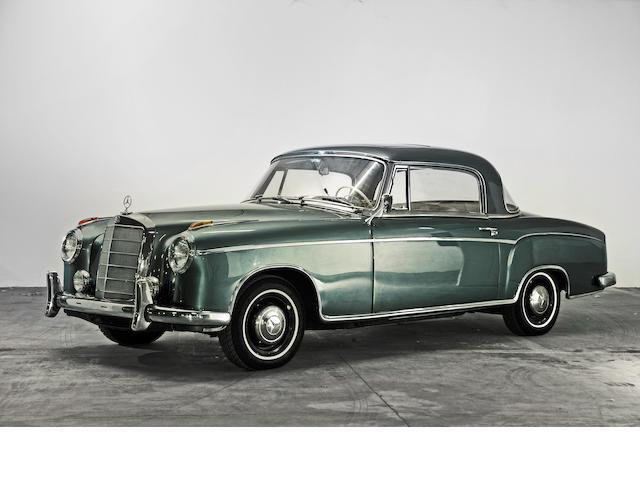 Factory sunroof,1960 Mercedes-Benz 220SE 'Ponton' Coupé  Chassis no. 12803710003385