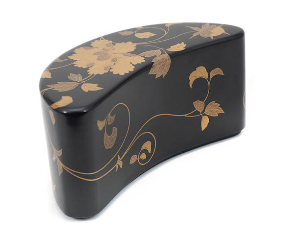 A Japanese lacquer crescent shaped box, cover and liner, 19th/20th century