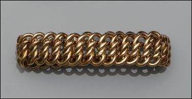 A multi-curb link bracelet