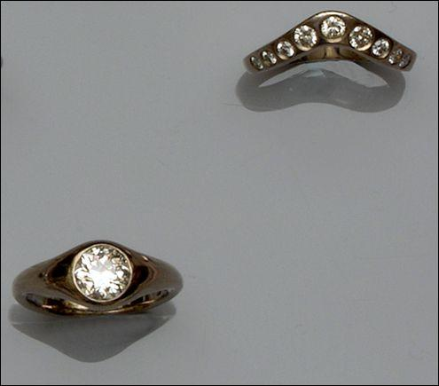 A diamond single stone ring and a diamond half hoop ring (2)