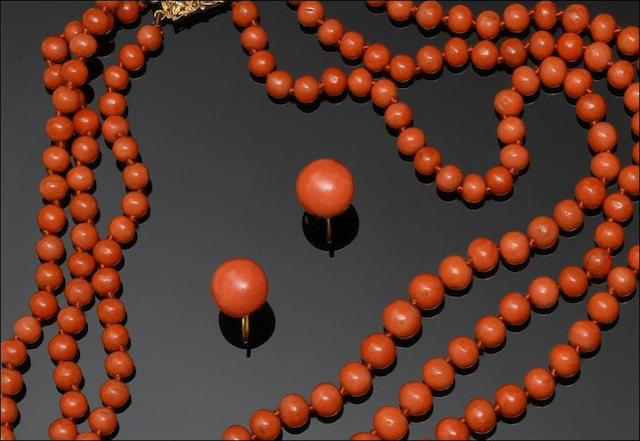 A three strand graduated coral bead necklace (2)