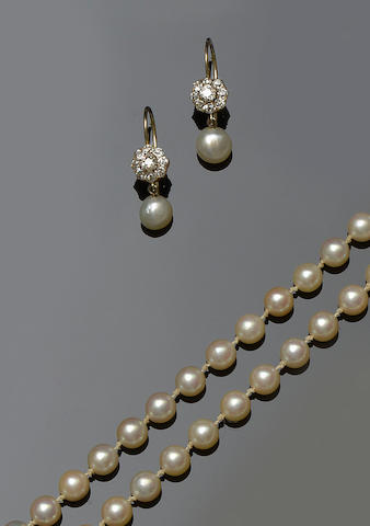 A pair of diamond and pearl earpendants and a cultured pearl necklace (2)