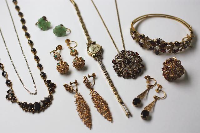 A collection of jewellery, (10)