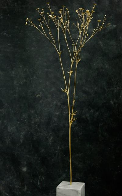 An 18 carat gold buttercup sculpture by Lin Sproule, London 2008