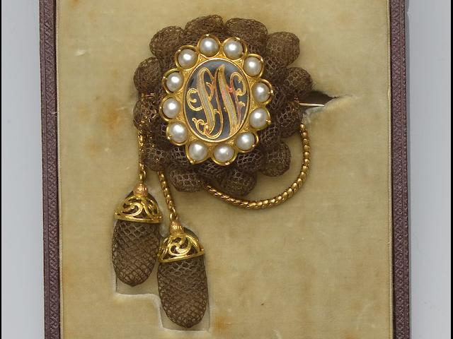 Two hairwork brooches and assorted items (6)