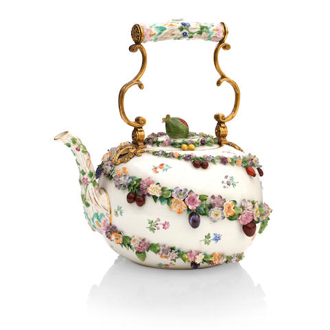 A large Meissen tea kettle Early 20th century