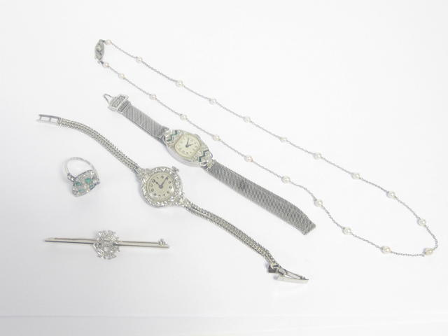 A small collection of jewellery and watches (5)