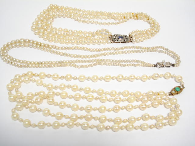 A collection of cultured pearl necklaces (3)