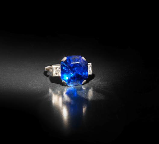 A fine sapphire single-stone ring