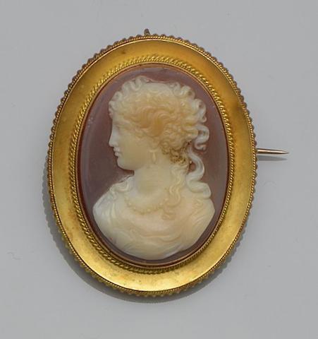 A hardstone cameo brooch
