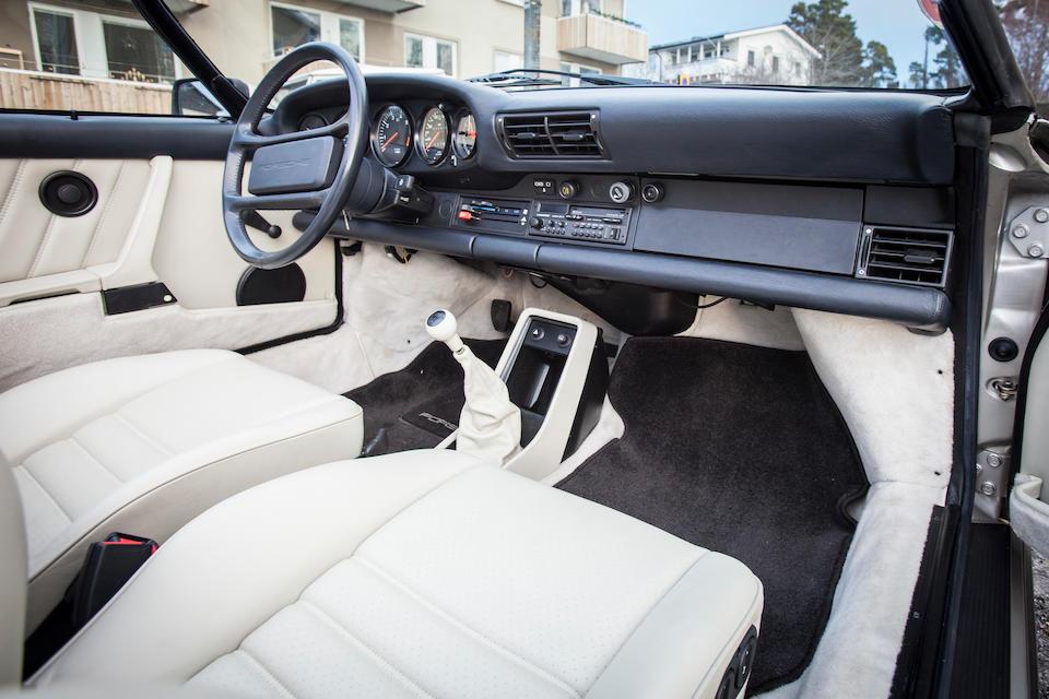 Un seul propriétaire, moins de 650 kilomètres d'origine, 171 exemplaires construites,1989 Porsche 911 'version étroite' Speedster