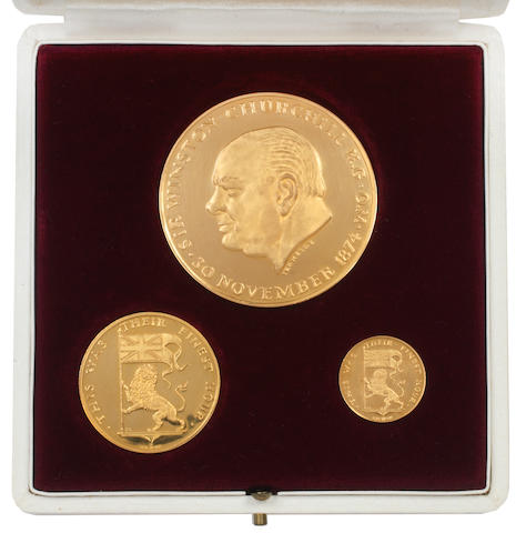 A Winston Churchill commemorative medallion set