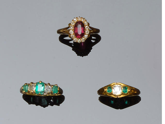 A collection of five gem set rings (5)