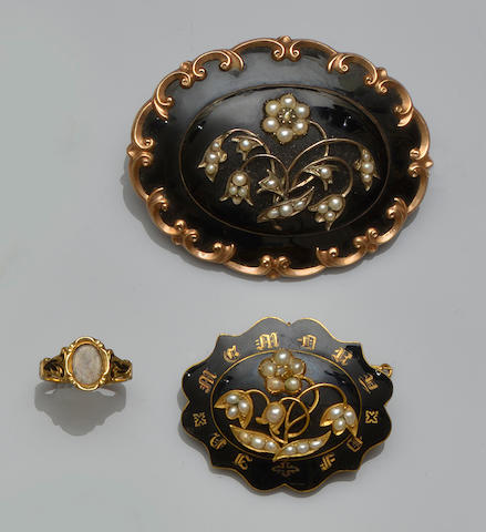 A small collection of Victorian memorial jewellery (3)