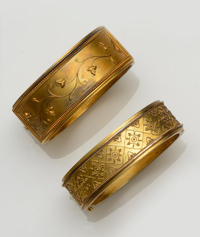 Two Victorian gold hinged bangles and two bracelets (4)