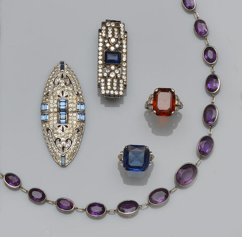 A small collection of jewellery (10)