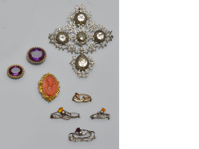 A collection of jewellery (14)
