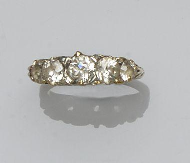 A five stone diamond ring (2)
