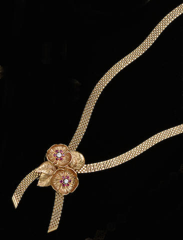 A 9ct gold crossover necklace and a diamond ring (2)