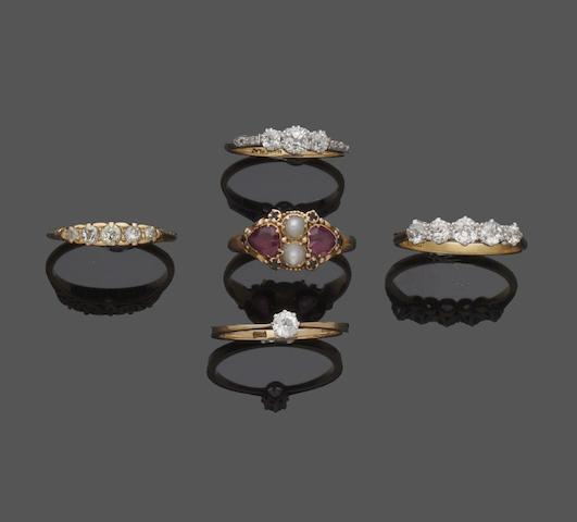Five gem set rings (5)