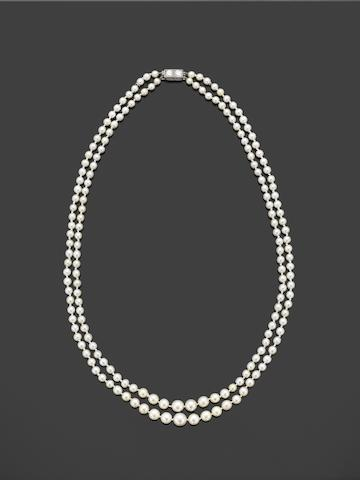 A pearl necklace