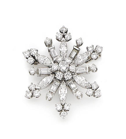 A diamond snowflake brooch/pendant,