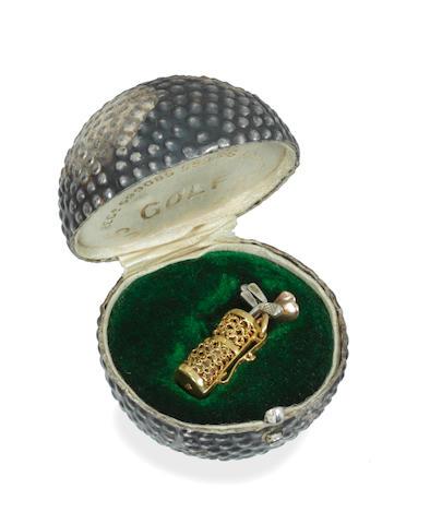 A novelty golf clubs pendant