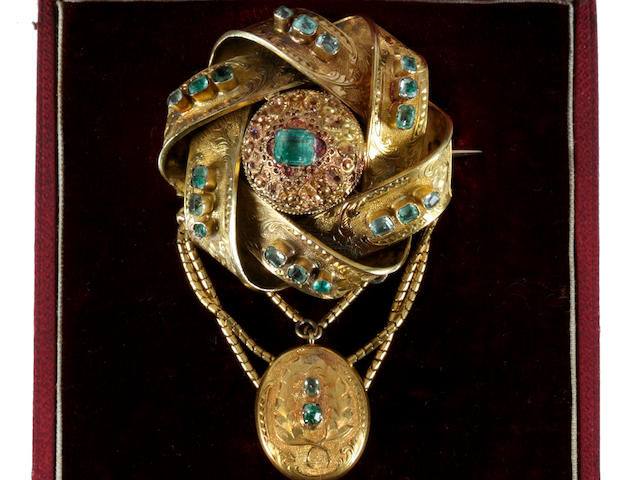 A Victorian gold and emerald brooch and a pendant and earrings ensuite