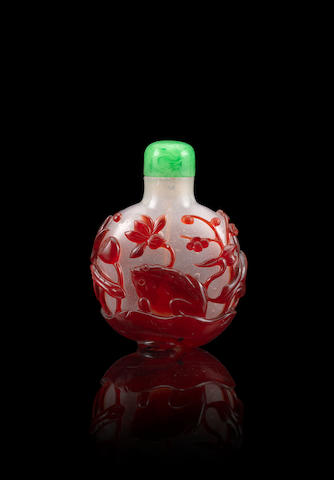 A red overlay glass 'toad' snuff bottle 1730-1780