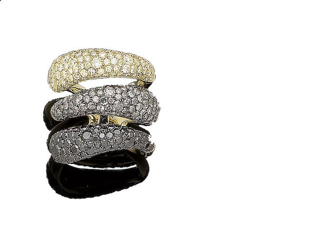 A tri-coloured diamond dress ring