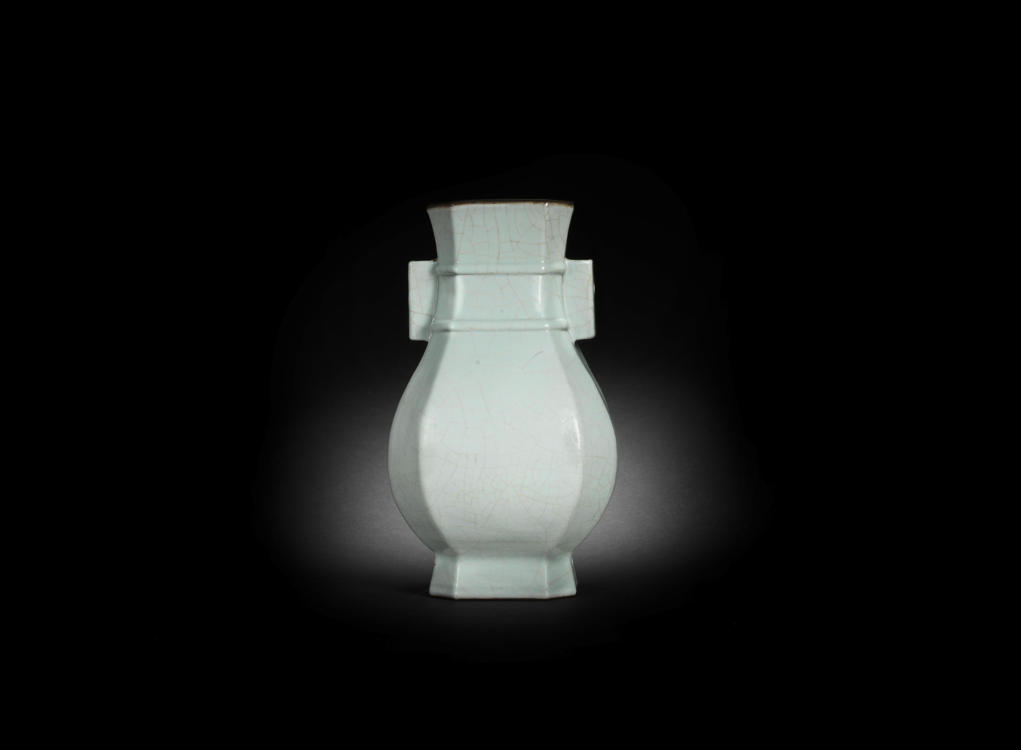 A rare Ge-type glazed octagonal vase, hu