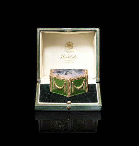 A jewelled gold-mounted enamel and moss agate pill box Fabergé, Henrik Wigström, St. Petersburg, 1899-1908, scratch inventory number 10845