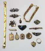 A collection of jewellery, to include Decorative Arts items (17)