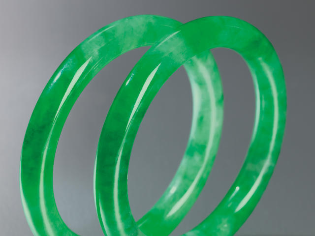 A pair of jadeite bangles (2)