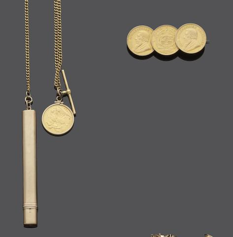An 18ct gold Albert chain with sovereign pendant and further items (4)