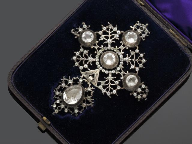 A white paste cross pendant and a collection of jewellery (10)