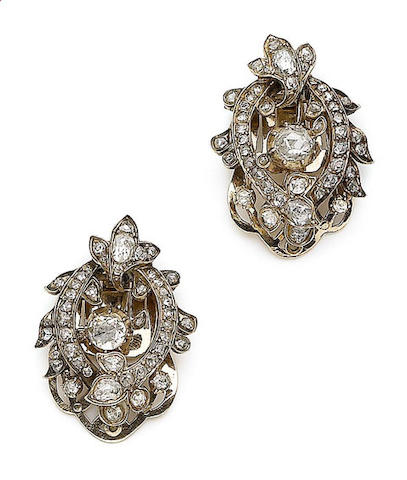 A pair of diamond clip brooches (2)