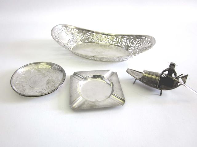 A mixed quantity of early 20th century Chinese and Japanese silver items various makers (Qty)