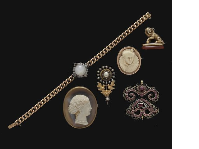A collection of vari gem-set and cameo jewellery (11)