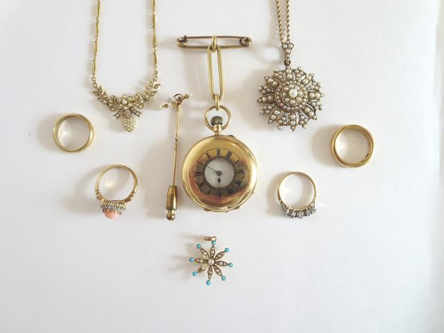 A collection of jewellery (9)