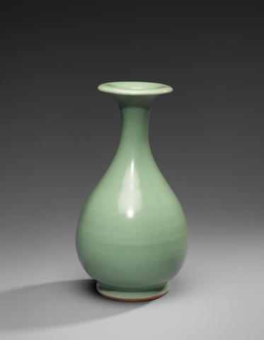 A fine Longquan celadon pear-shaped bottle vase, yuhuchunping Yuan Dynasty