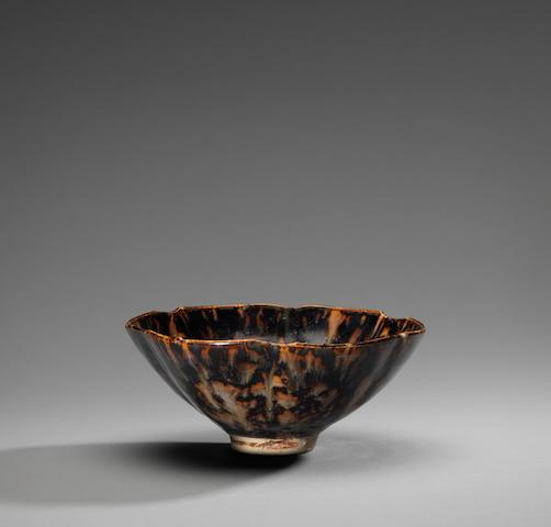 A richly-mottled Jizhou 'tortoise-shell'-glazed five-lobed bowl Southern Song Dynasty