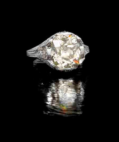 A fancy-coloured diamond single-stone ring,