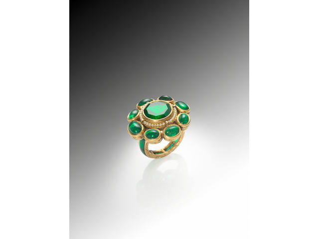 An impressive emerald-set gold Ring India, early 20th Century