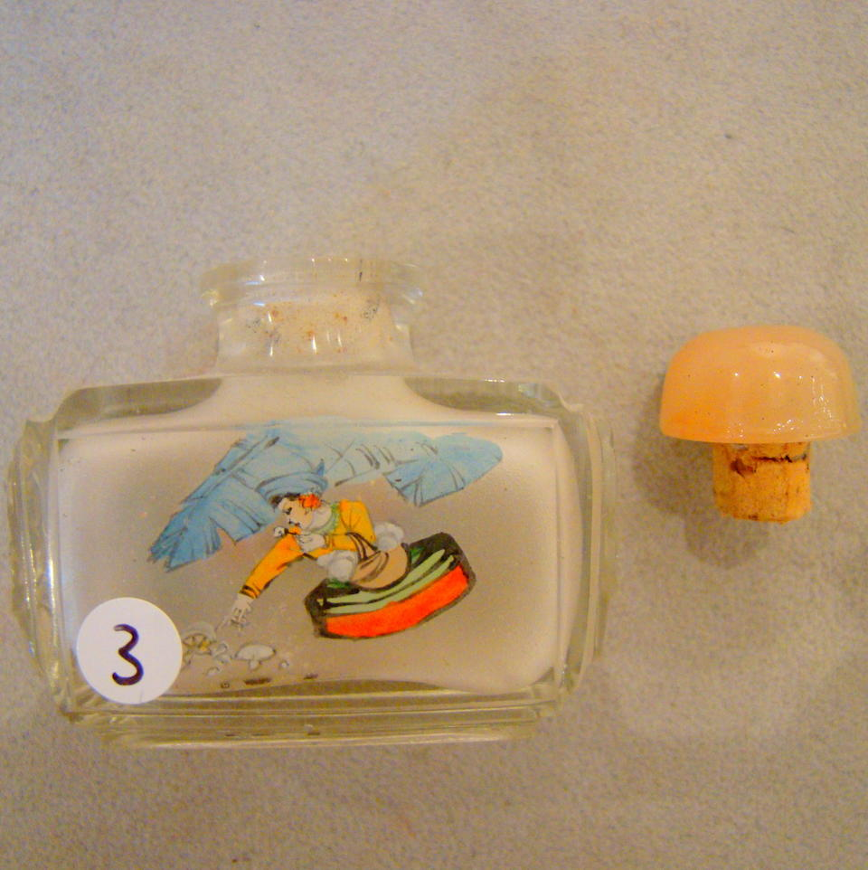 Four small Chinese inside-painted glass apprentice bottles 20th century (4)