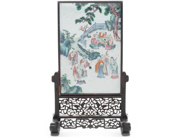 A Chinese famille rose porcelain table screen 18th/19th century (2)
