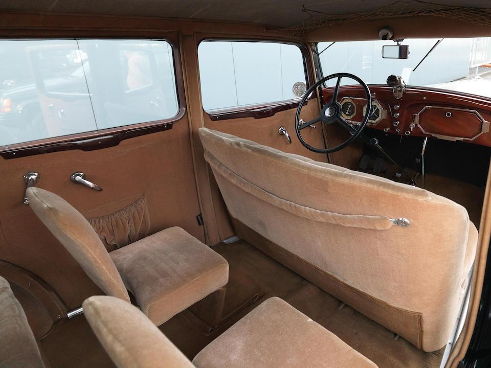 Renault Vivastella PG9 limousine 1934